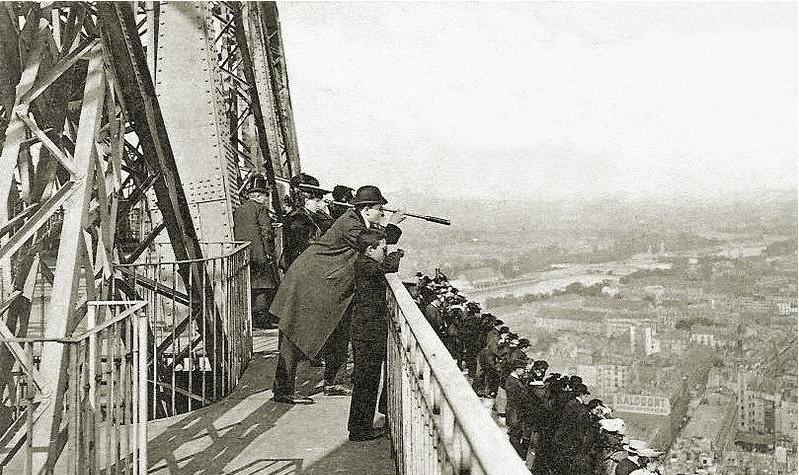 La_lorgnette_Tour_Eiffel_CP